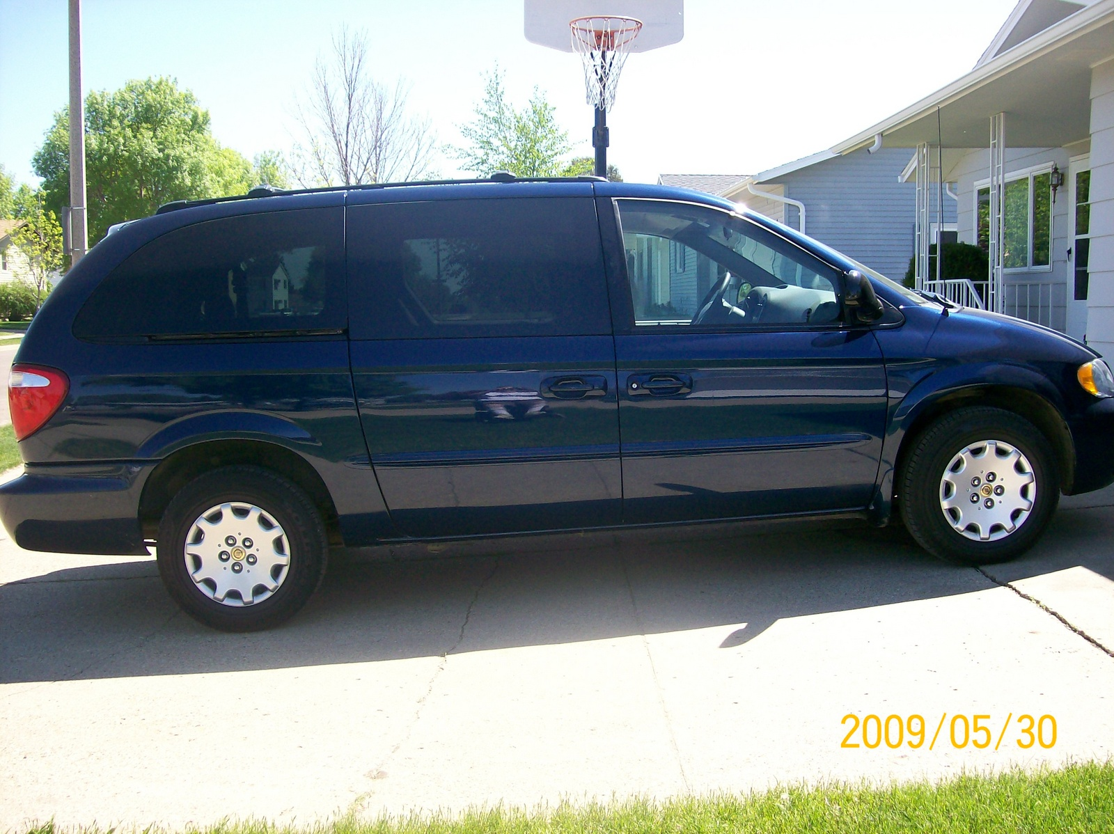 what 39 s your take on the 2002 chrysler town country. Cars Review. Best American Auto & Cars Review