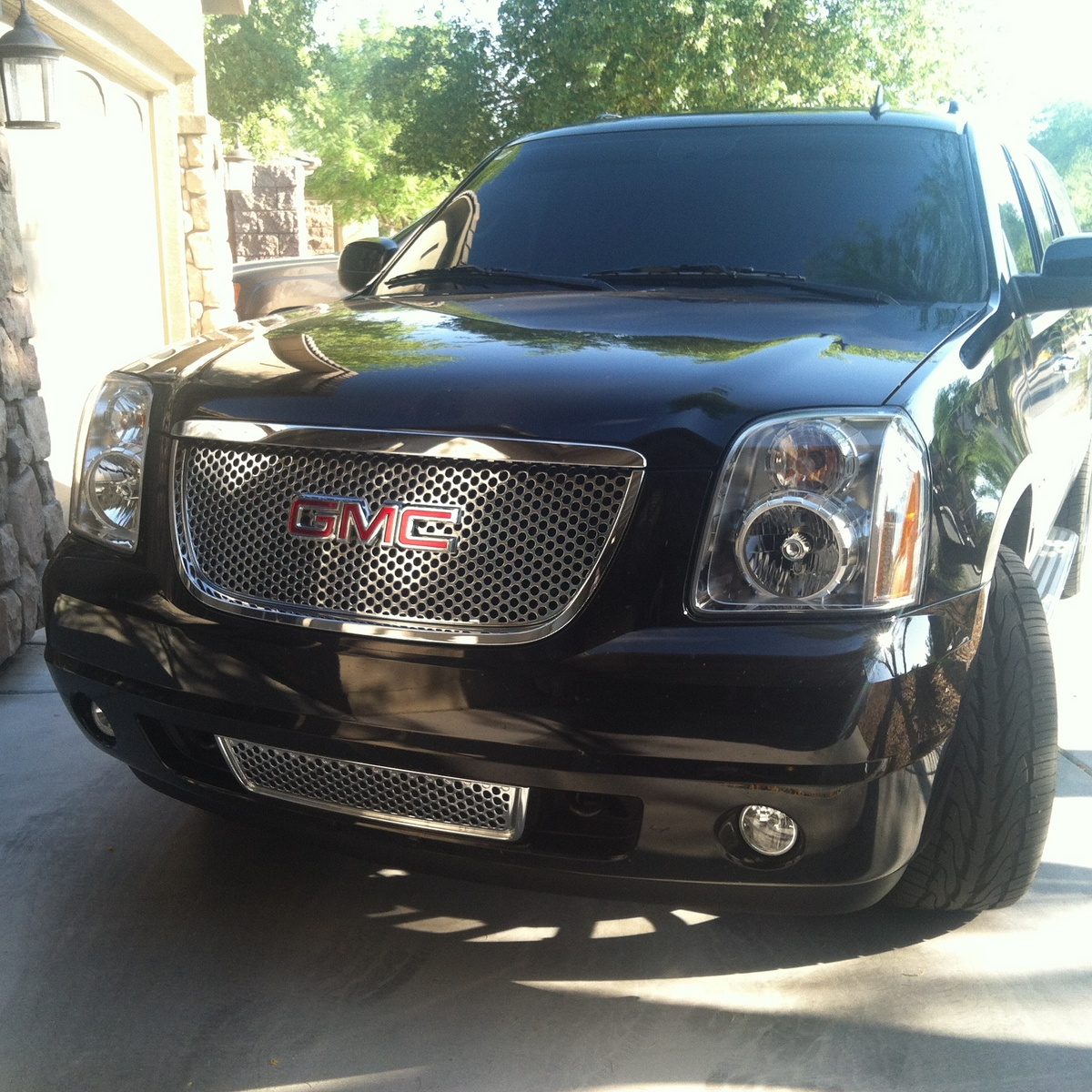 Picture of 2014 GMC Yukon Denali Base