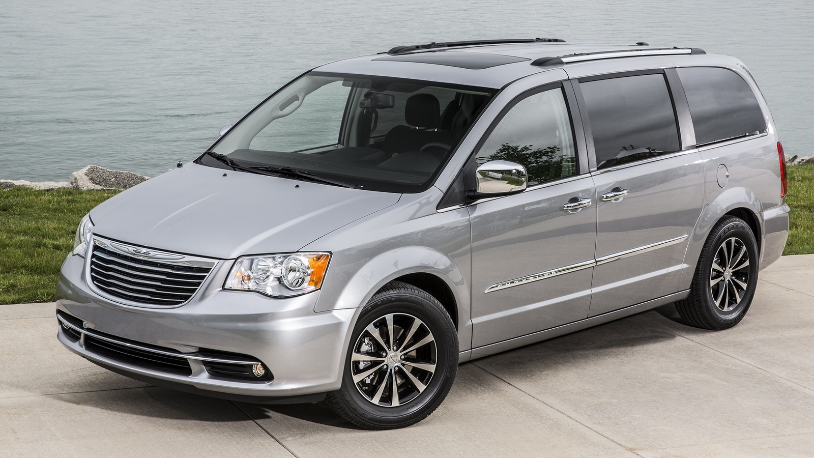 2015 Chrysler Town & Country - Overview - CarGurus