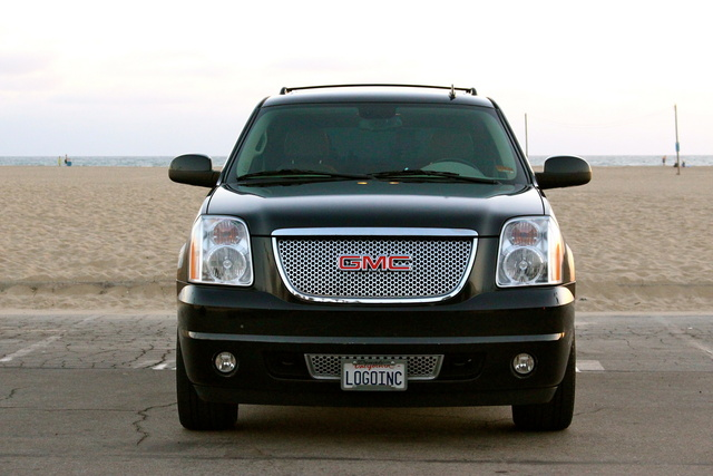 2009 gmc yukon denali pictures cargurus. Black Bedroom Furniture Sets. Home Design Ideas