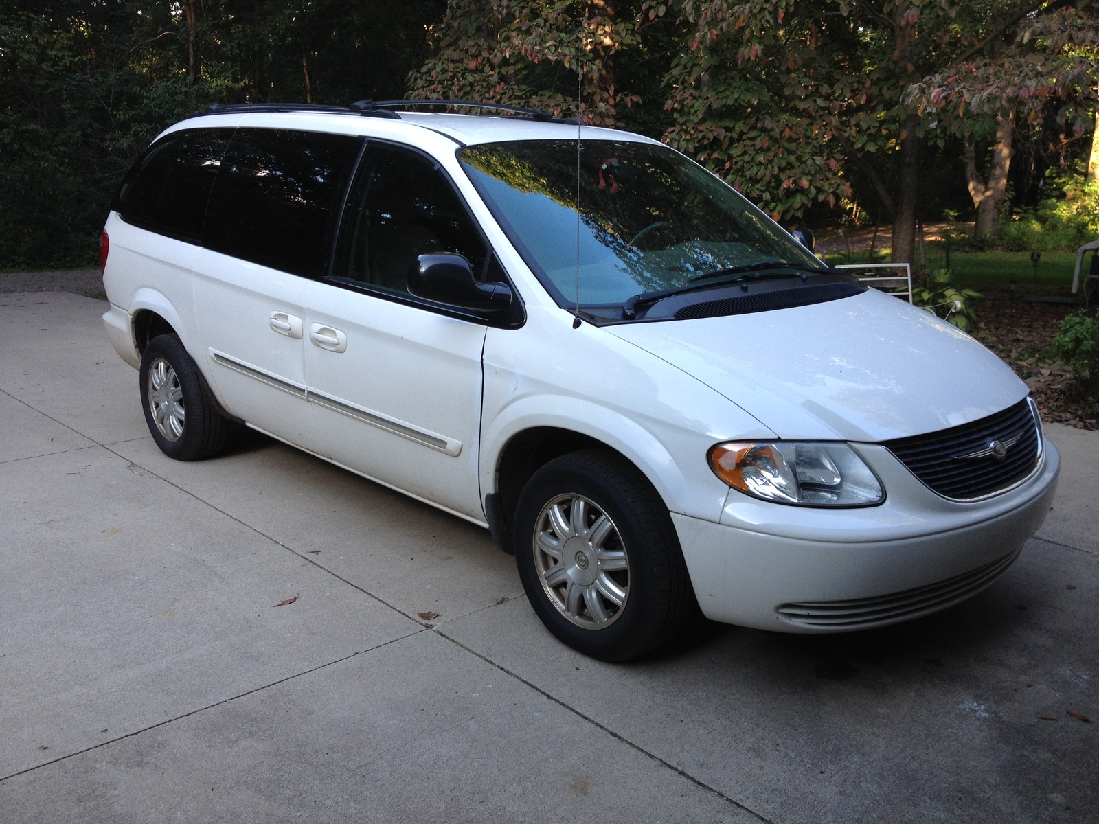 2004 Chrysler Town  U0026 Country - Overview