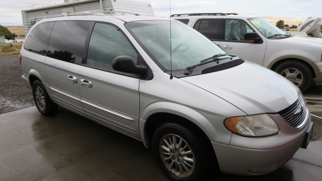 2002 chrysler town  country  pictures  cargurus