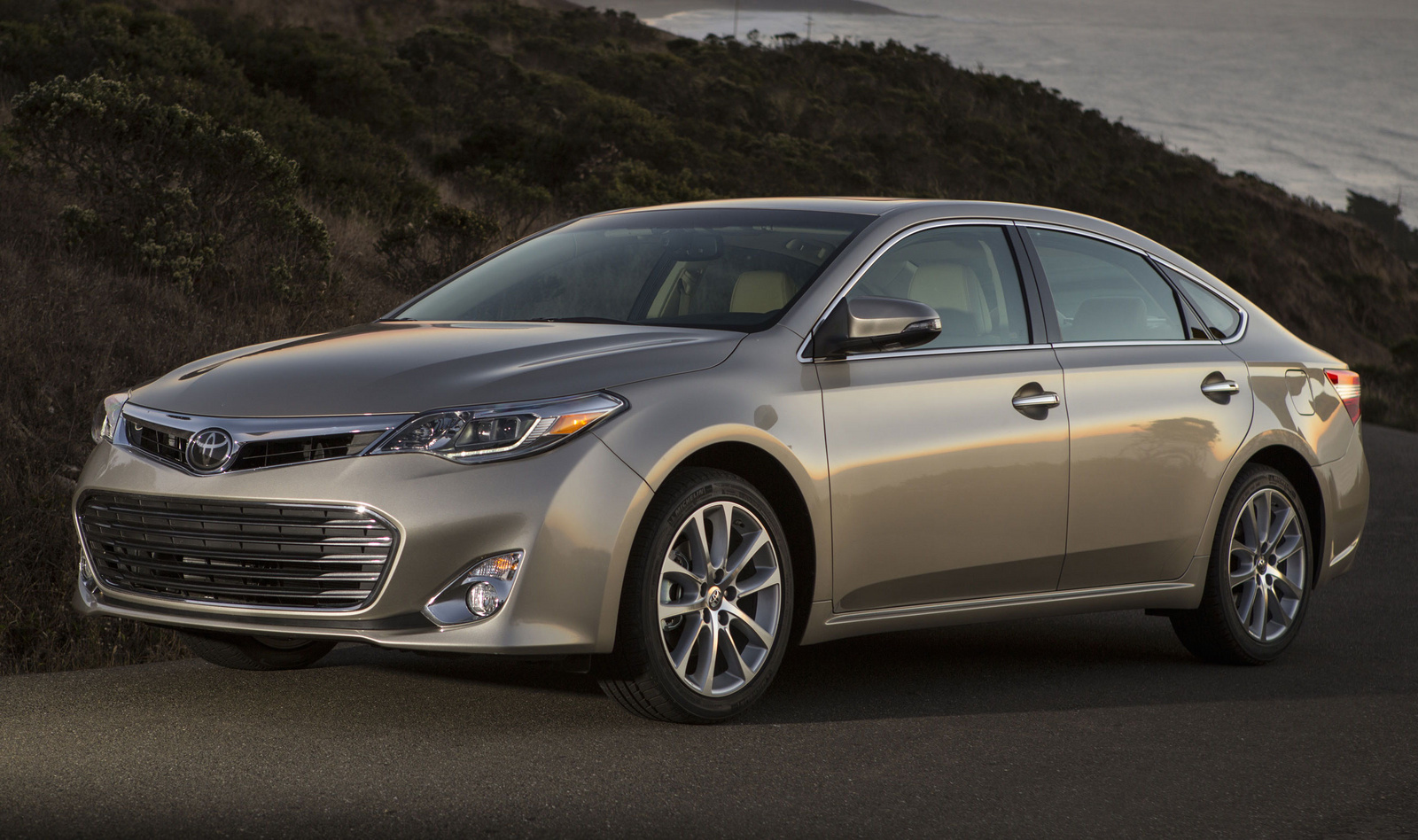 First Look 2019 Toyota Avalon  Driving