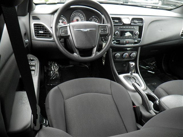 2013 chrysler 200 interior pictures cargurus. Black Bedroom Furniture Sets. Home Design Ideas