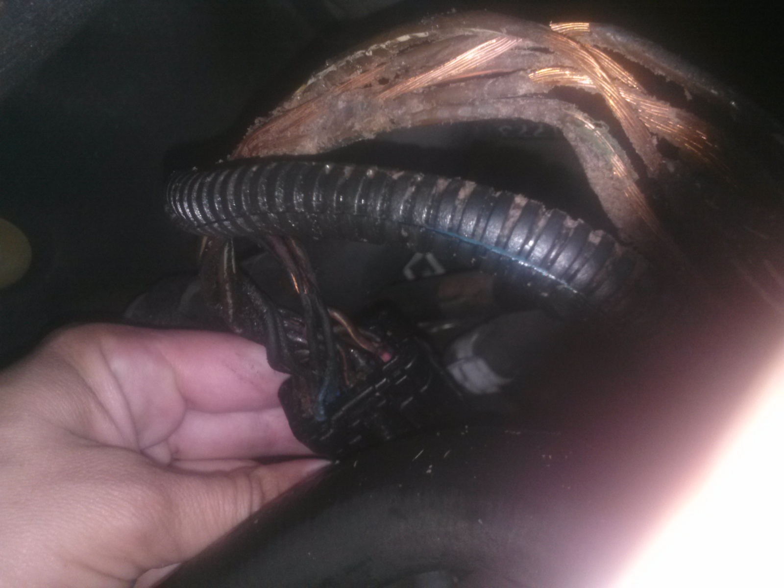 Chrysler Town Country Questions My 2004 And 2006 Wiring Harness Around Them All 6 Wires Are Touching In About Inches Of Spacing I Will Replace This Wire Report Back Soon Hope Is Problem