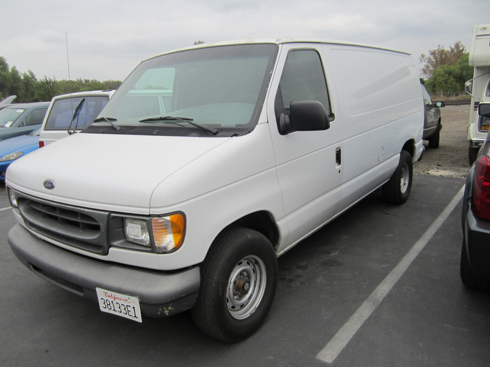 2000 ford econoline cargo pictures cargurus. Black Bedroom Furniture Sets. Home Design Ideas