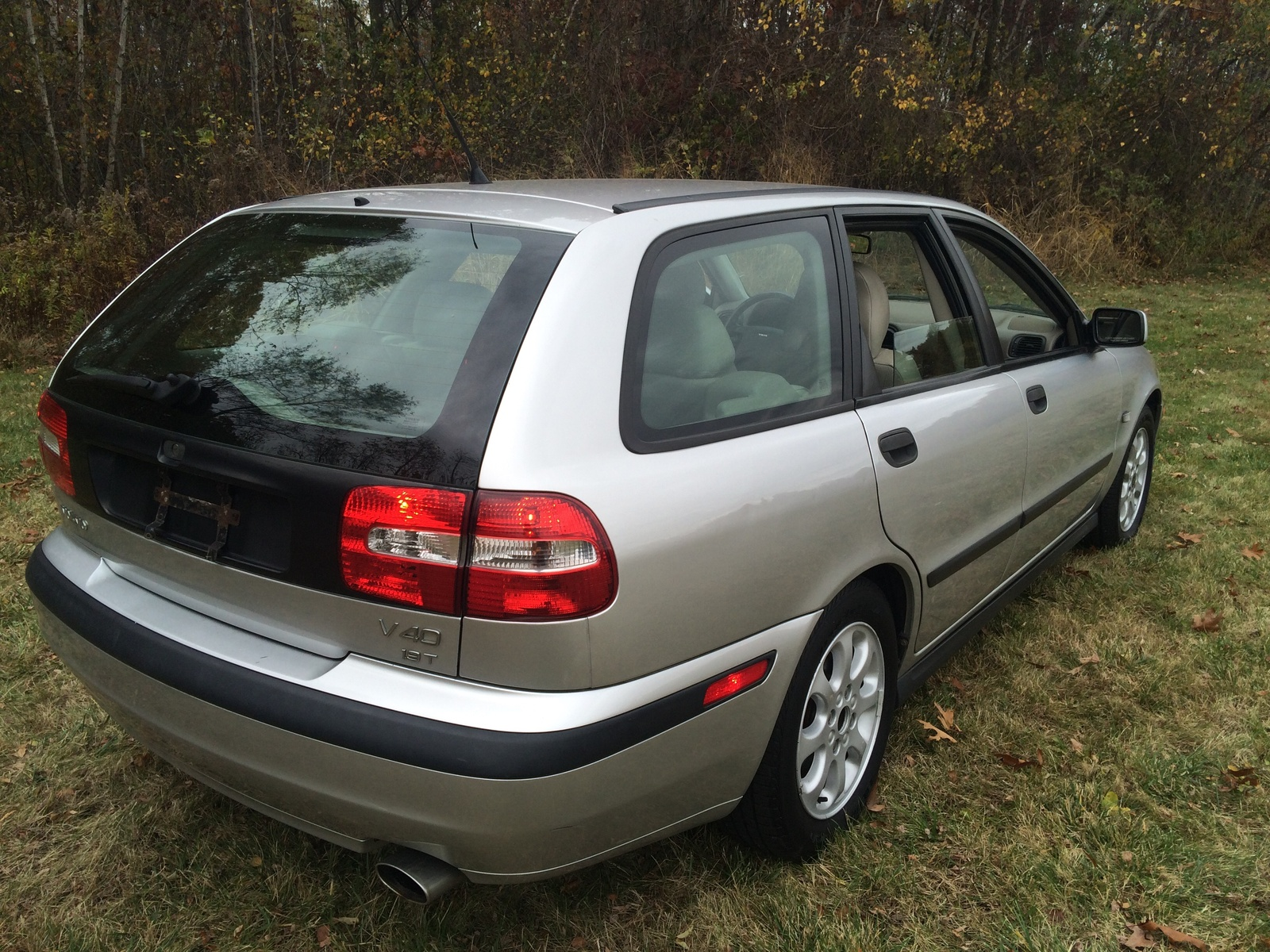 Picture of 2002 Volvo V40 4 Dr Turbo Wagon