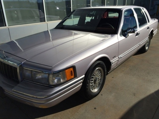 Picture of 1991 Lincoln Town Car Base