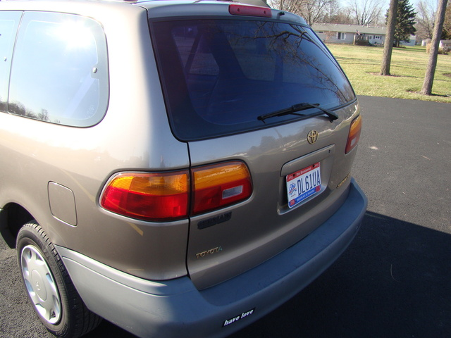 Picture of 1998 Toyota Sienna 3 Dr CE Passenger Van
