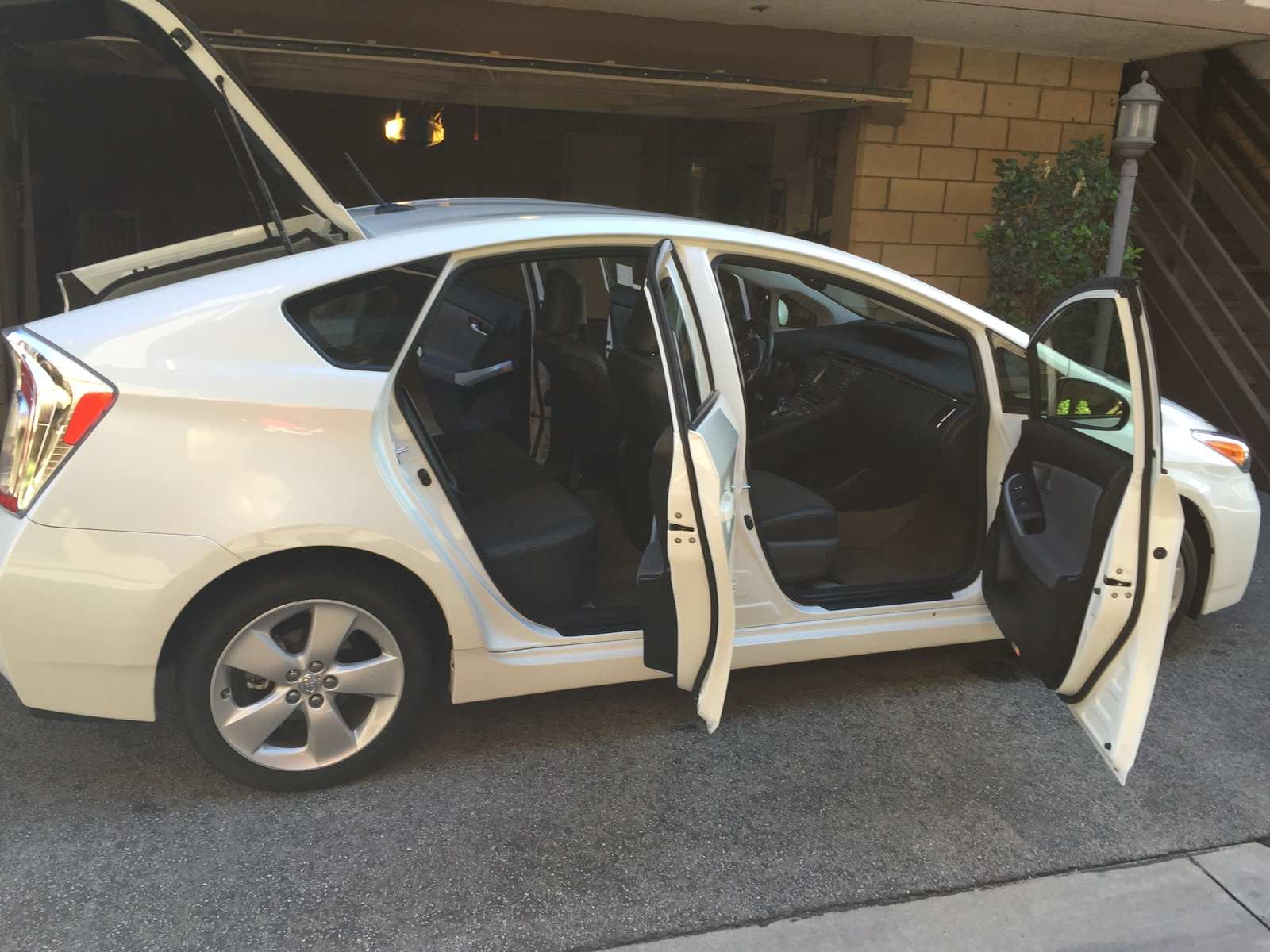 Picture of 2014 Toyota Prius V Five