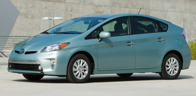 2015 Toyota Prius Plug-In, Front-quarter view, exterior, manufacturer, gallery_worthy