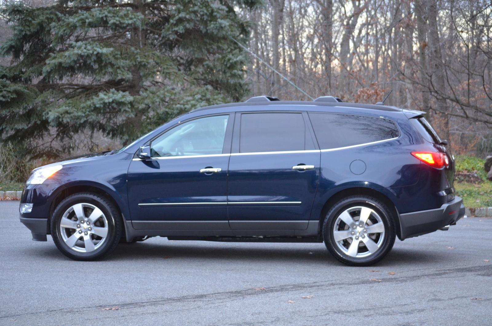 2010 chevrolet traverse pictures cargurus. Black Bedroom Furniture Sets. Home Design Ideas