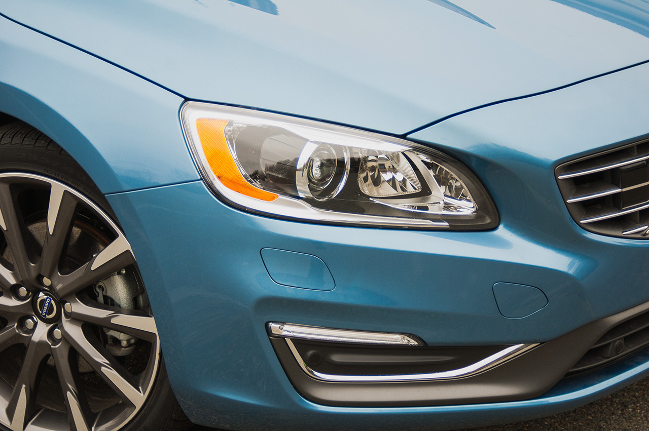 Headlight & wheel detail