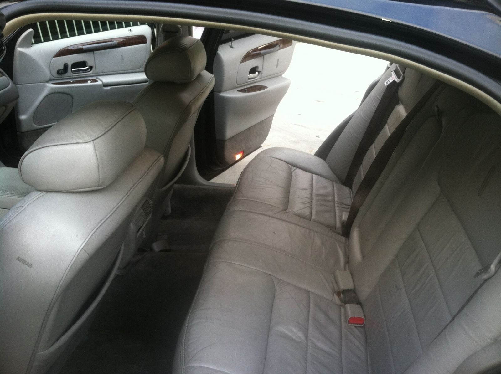 2000 lincoln town car pictures cargurus. Black Bedroom Furniture Sets. Home Design Ideas