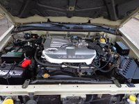 Picture of 2002 Nissan Pathfinder LE 4WD, engine