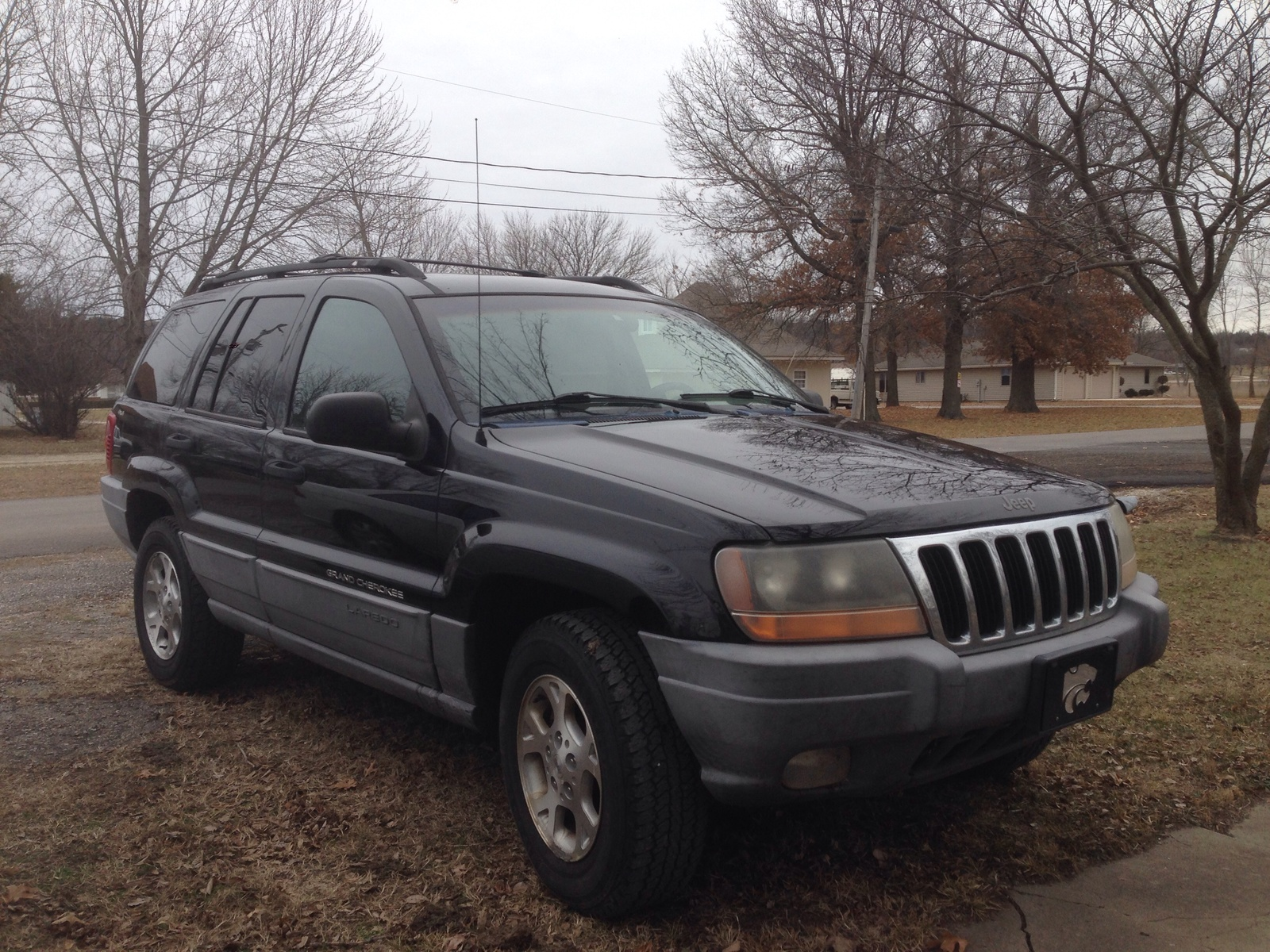 the 2000 grand cherokee was available in two trim levels laredo and. Black Bedroom Furniture Sets. Home Design Ideas