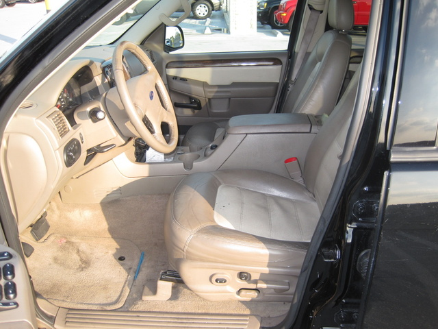 picture of 2005 ford explorer eddie bauer v8 4wd interior - 2005 Ford Explorer Interior