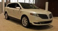2015 Lincoln MKT, Front-quarter view, exterior