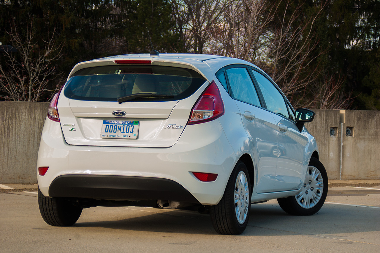 2015 Ford Fiesta SE Ecoboost rear view