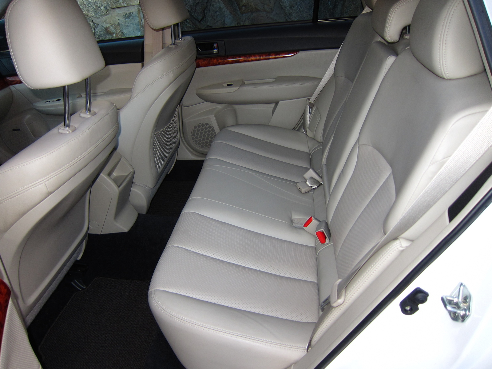 picture of 2011 subaru outback 3 6r limited interior. Black Bedroom Furniture Sets. Home Design Ideas