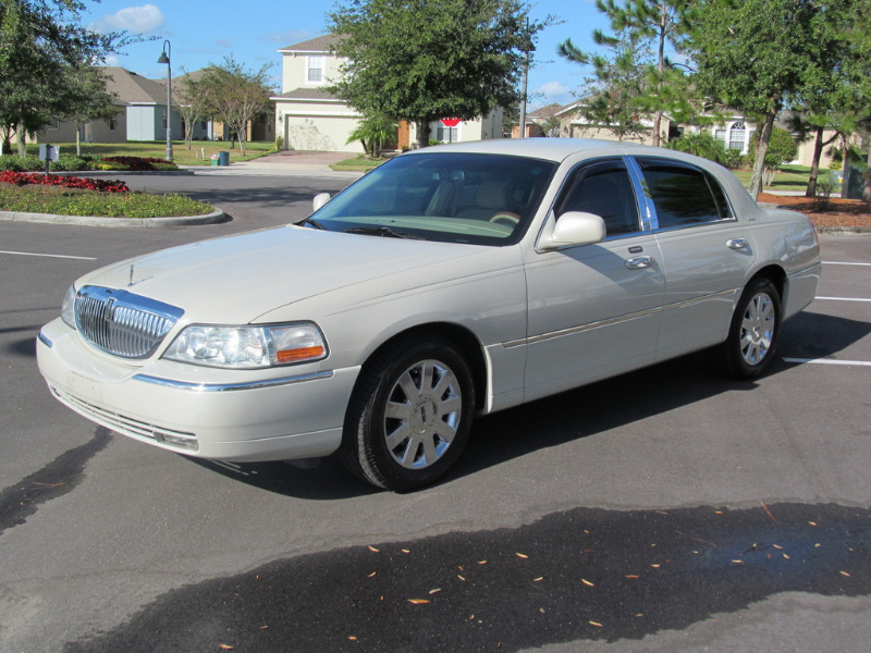 2007 Lincoln Town Car Overview Cargurus