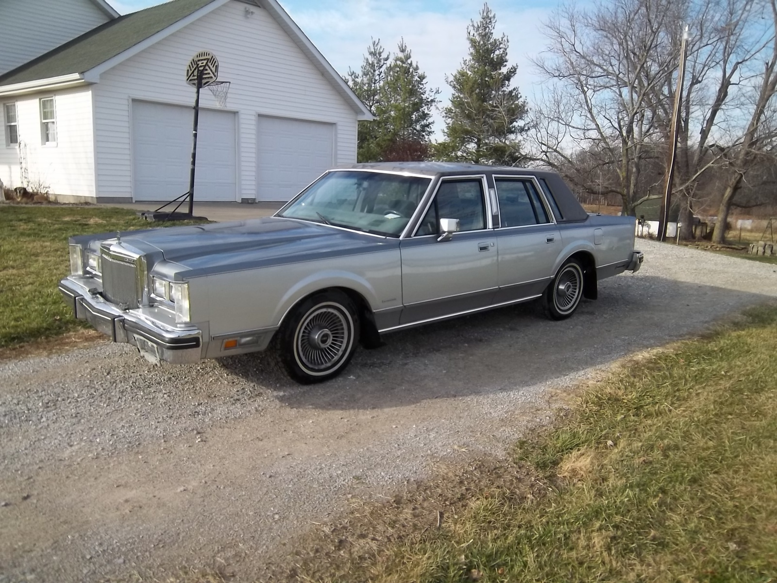 1983 Lincoln Town Car - Overview