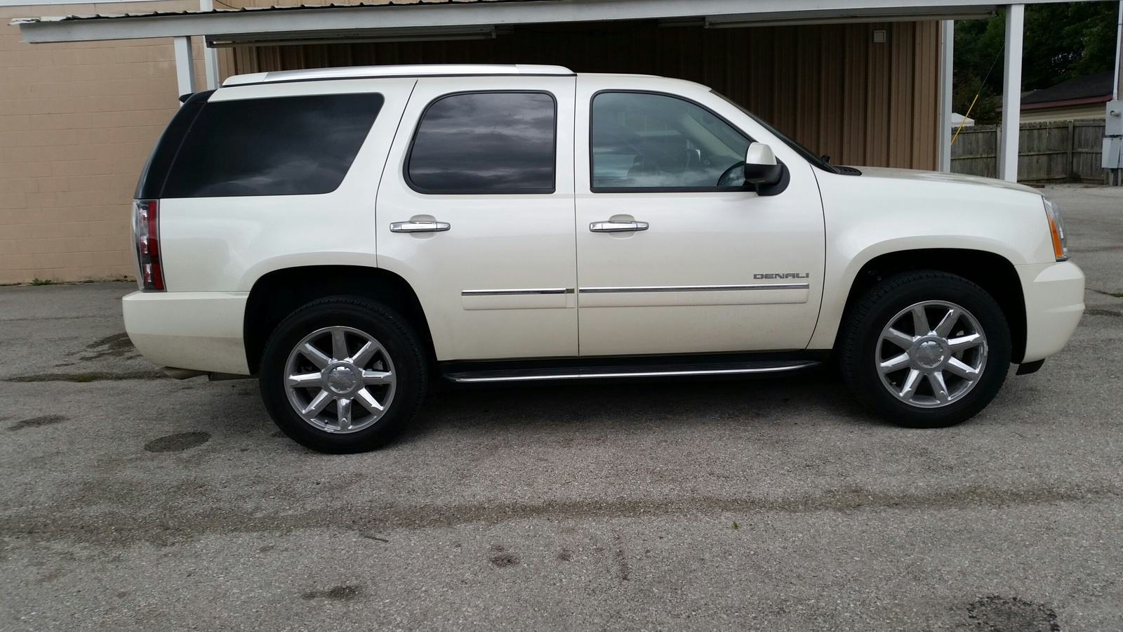 Picture of 2014 GMC Yukon Denali AWD