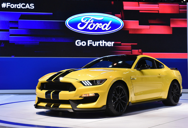 2016 Ford Shelby GT350, Front-quarter view, exterior, manufacturer, gallery_worthy