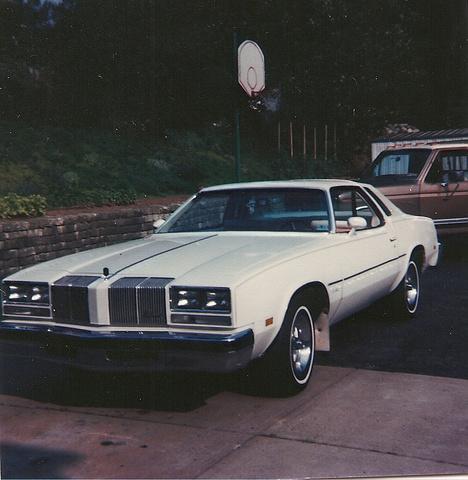 1976 Oldsmobile Cutlass Supreme, 1976 Cutlass (pic 1985), exterior