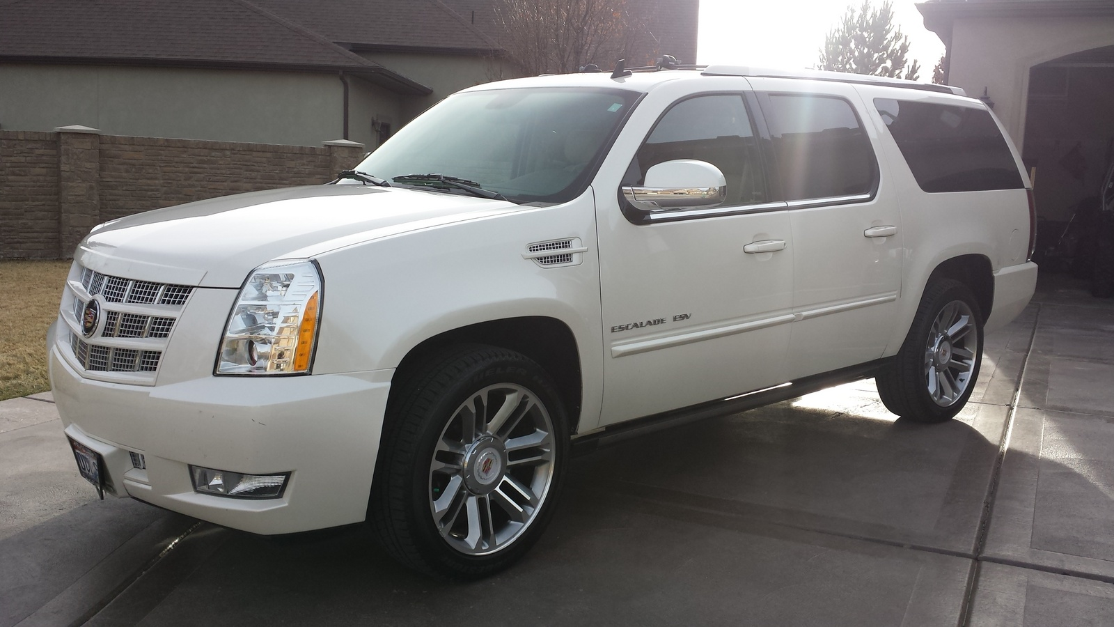 picture of 2014 cadillac escalade esv premium awd exterior. Cars Review. Best American Auto & Cars Review