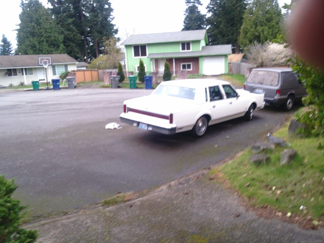Picture of 1983 Lincoln Town Car Signature