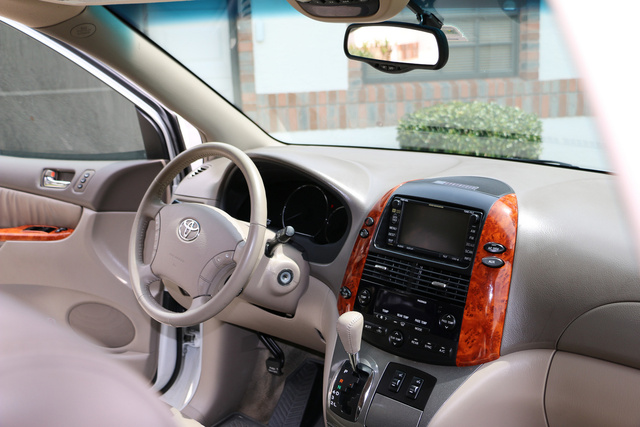 Perfect Picture Of 2006 Toyota Sienna XLE Limited, Interior, Gallery_worthy