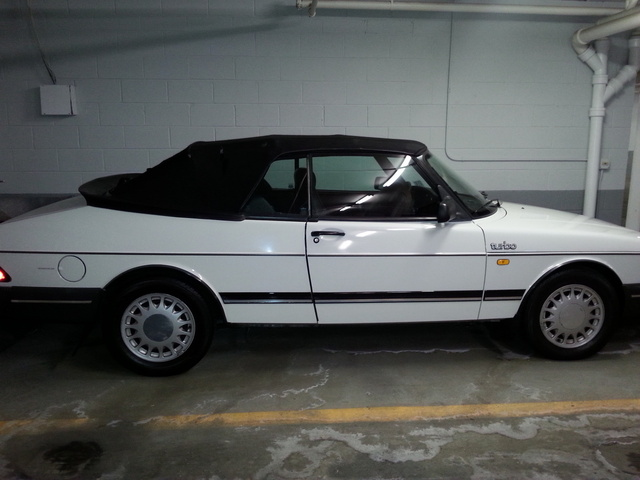 Picture of 1988 Saab 900