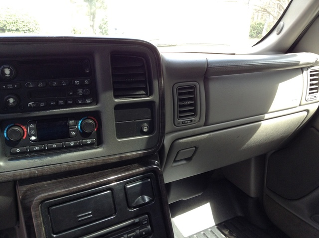 Picture of 2004 GMC Yukon XL 1500 4WD, interior