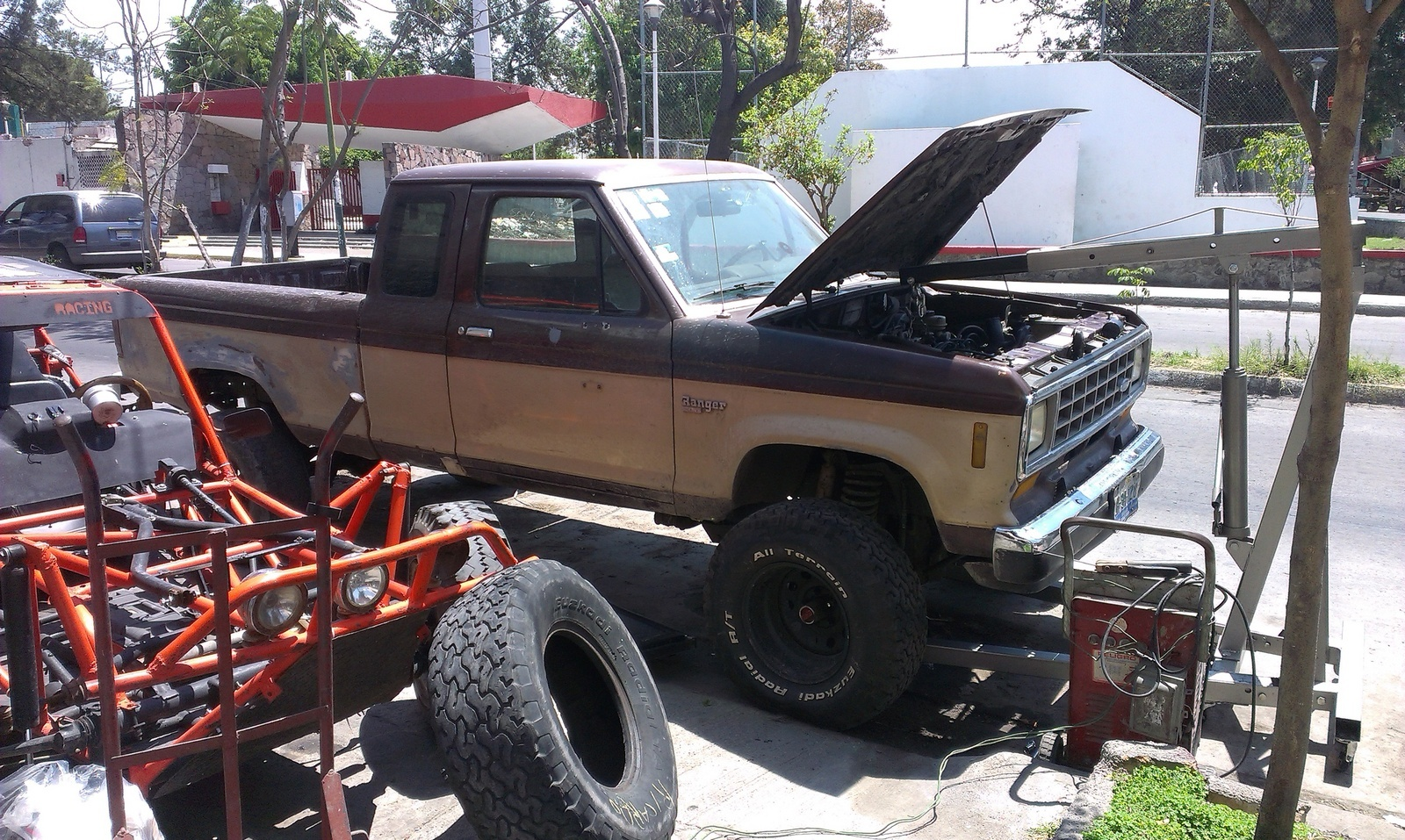 ... ranger 1986 4x4 whit original transmition works great .......... torque  is very very good and the 4x4 work very fine whit this motor/engine any ...