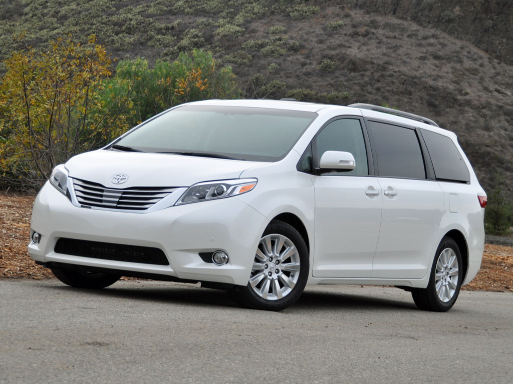new 2014 2015 toyota sienna for sale cargurus canada. Black Bedroom Furniture Sets. Home Design Ideas