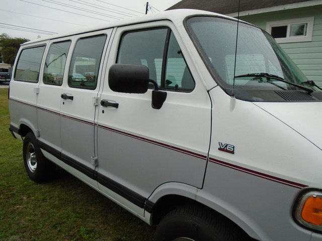 Picture of 1995 Dodge Ram Wagon 3 Dr 1500 Passenger Van