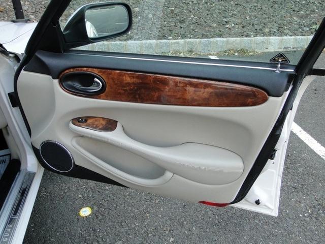 Picture of 2002 Jaguar XJR 4 Dr Supercharged Sedan, interior