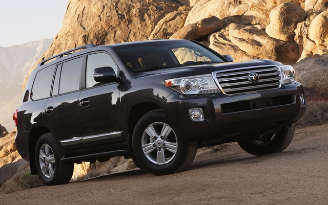 2015 Toyota Land Cruiser, Front-quarter view, exterior, manufacturer, gallery_worthy