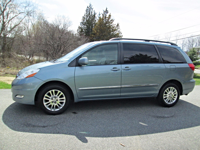 2008 toyota sienna pictures cargurus. Black Bedroom Furniture Sets. Home Design Ideas