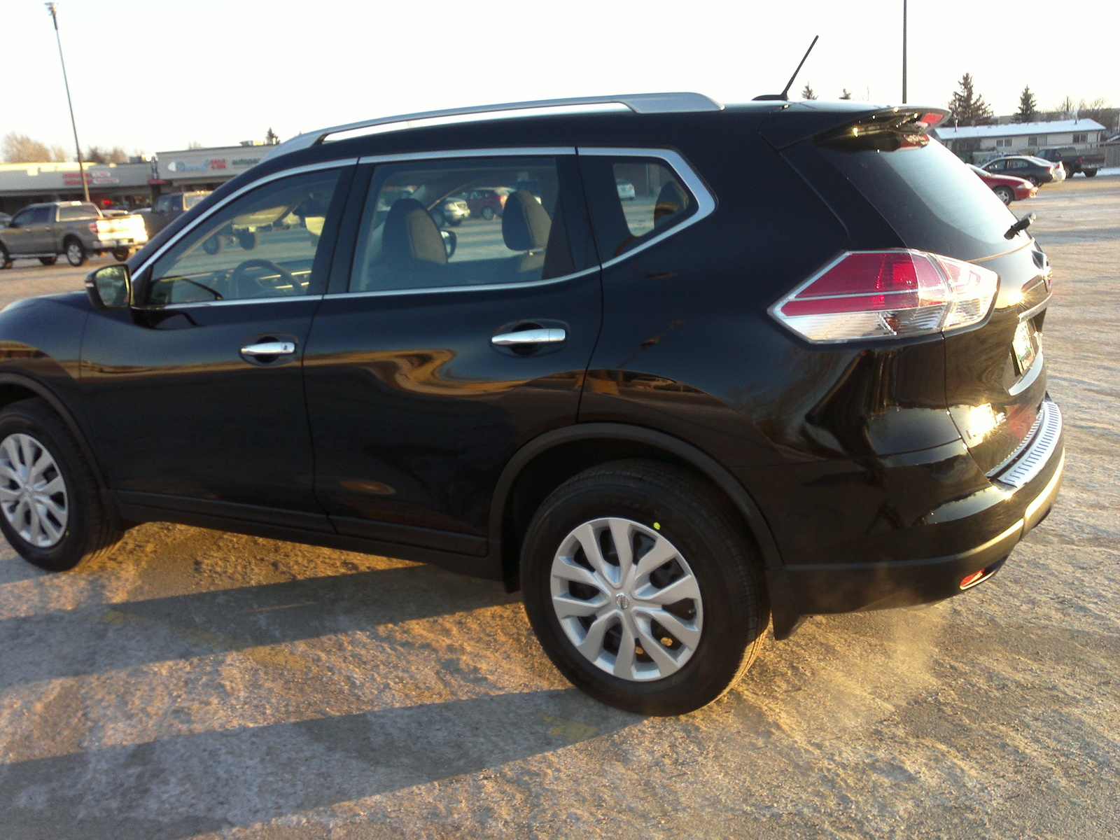 crossover rogue review new a family reviews cost car nissan conscious is front