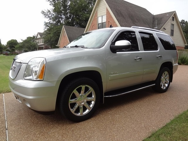 Picture of 2010 GMC Yukon XL Denali 4WD, gallery_worthy