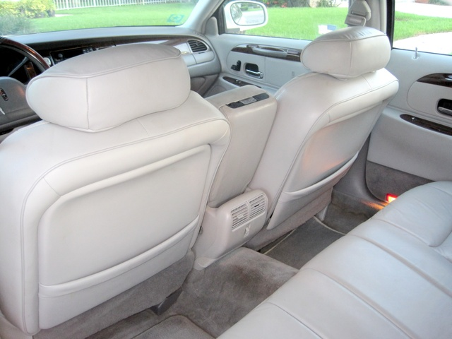 1999 lincoln town car pictures cargurus. Black Bedroom Furniture Sets. Home Design Ideas