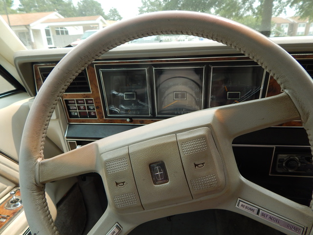 1985 lincoln town car pictures cargurus. Black Bedroom Furniture Sets. Home Design Ideas