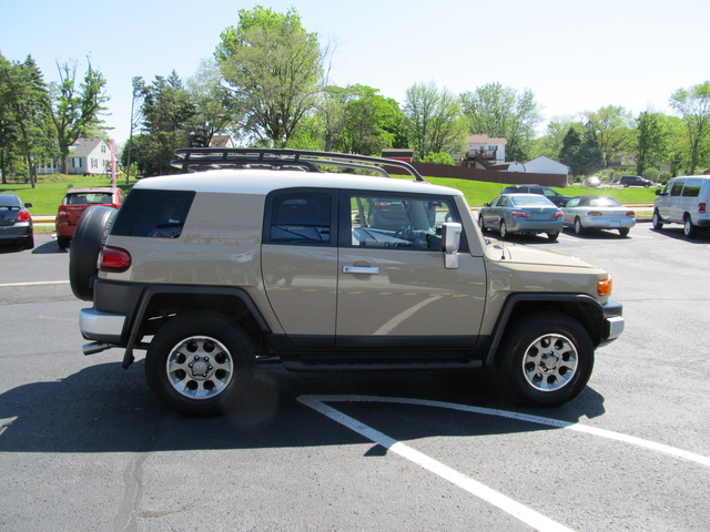 2012 toyota fj cruiser pictures cargurus. Black Bedroom Furniture Sets. Home Design Ideas