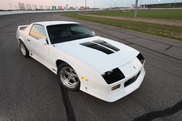 Download White 1990 Iroc Z
