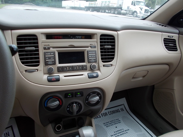 Picture of 2011 Kia Rio LX, interior, gallery_worthy