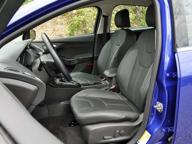 2015 Ford Focus Titanium Hatchback Charcoal Black Leather Seats, interior, gallery_worthy