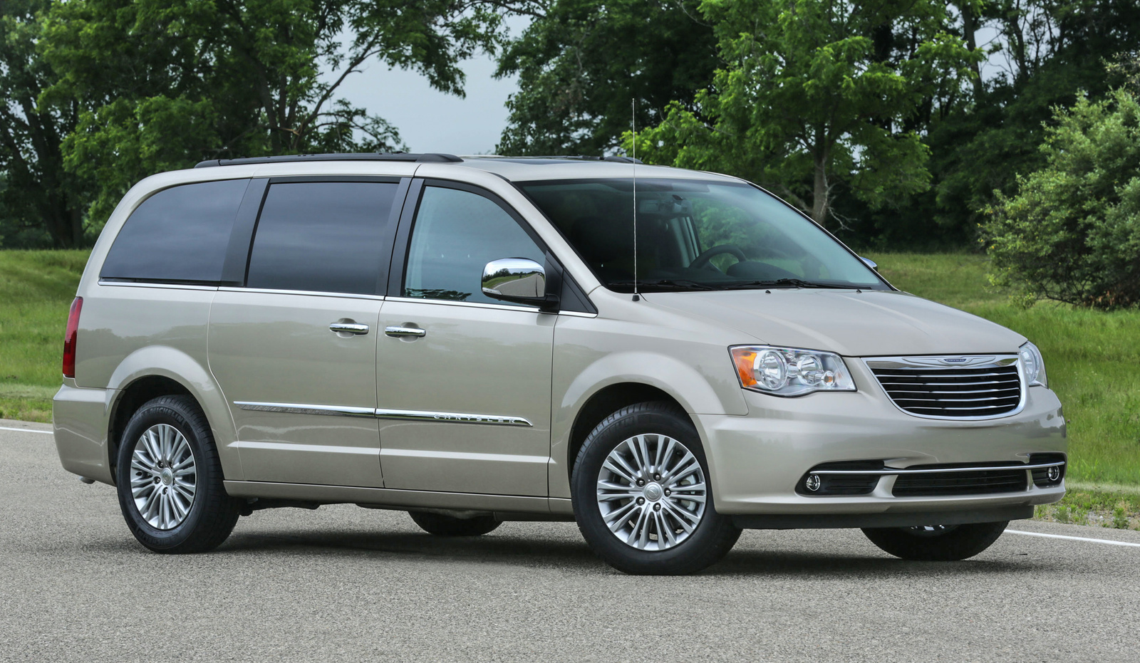 2016 chrysler town & country review