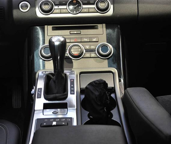 2008 Land Rover Range Rover Sport Interior: 2013 Land Rover Range Rover Sport